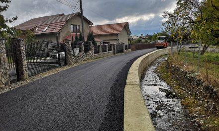 Începe asfaltarea străzilor secundare din Prundu Bârgăului!