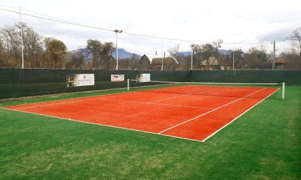 Informare de presă: Un teren de tenis modern a fost amenajat la Prundu Bîrgăului
